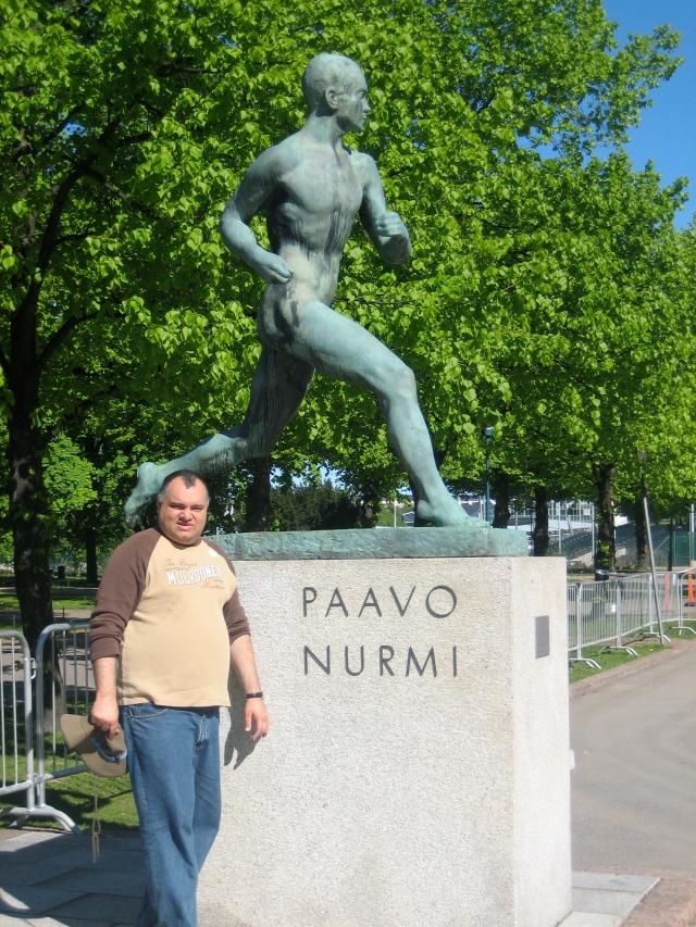 Andrew with the Paavo Nurmi Statue